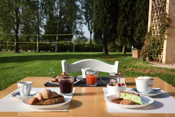 Le-stelline_breakfast-in-giardino